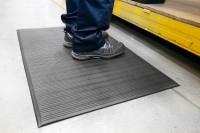 Arbeitsplatzmatte Orthomat® Ribbed, schwarz 1200 mm x 18,3 Meter