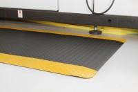 Arbeitsplatzmatte Diamond Deckplate mit gelben Rand, 900 x 1500 mm