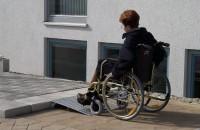 Keilbrücke für Rollstühle, Tragkraft 300 kg, Länge 650 mm